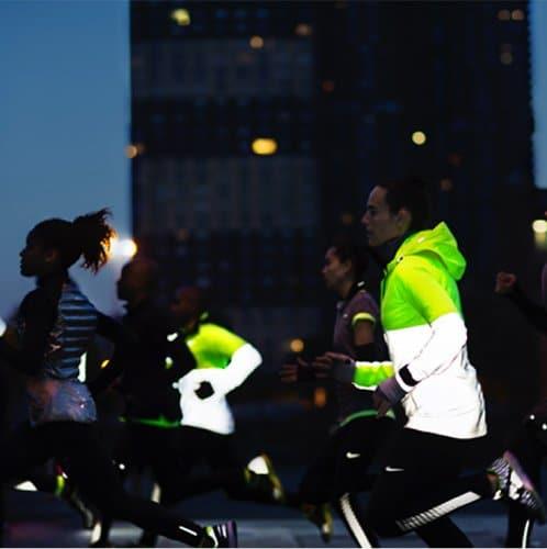 Sporten in het donker! Tips om zowel zichtbaar, als veilig te sporten.